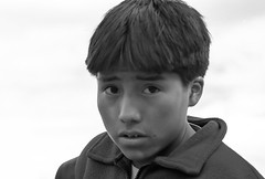 Peru : Cuzco #12 (foto_morgana) Tags: boy portrait people peru southamerica cuzco youth eyes character young jeunesse portret nikoncoolscan analogphotography jong lightroom jeugd jeune juventud blackwhitephotography persoonlijkheid karakter analogefotografie vuescan nomodelrelease caractre photographienoiretblanc zwartwitfotografie travelexperience photographieanalogue editorialonly