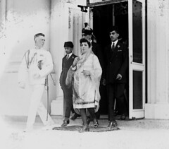 """Serial impostor Stanley Clifford Weyman, posing as a """"State Department Naval Liaison Officer"""", leaving the White House with Princess Fatima of Afghanistan and her sons after being received by President Harding. July 1921 [3108 x 2729] #HistoryPorn #histor (Histolines) Tags: white house afghanistan history by leaving with princess being president july posing x her retro stanley timeline after clifford harding fatima serial received 1921 sons impostor 2729 3108 vinatage weyman historyporn histolines statedepartmentnavalliaisonofficer httpifttt1xoe94s"""