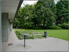 Garden Urbaning  Pausenhof (/Reality Scanner/) Tags: germany table deutschland lumix hamburg bank smoking panasonic smoker tisch raucher rauchen gx80