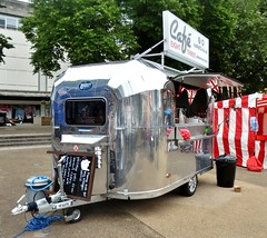 Gloucester, Kings Square - mobile caf based on Airstream mobile home (Biffo1944) Tags: caf mobile gloucester airstream kings home square mobile