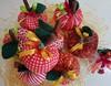 maças (paulakfreire) Tags: frutas laranja em uva morango maça tecido pera