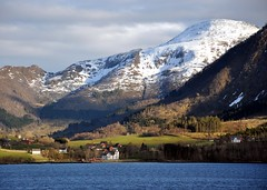 "Rd i re (""Red in the Ear"") (ystenes) Tags: norway norge fjord re midtnorge mygearandme mygearandmepremium mygearandmebronze mygearandmesilver mygearandmegold mygearandmeplatinum mygearandmediamond batnfjorden flickrstruereflectionlevel1 rdire mrreogromsdal"