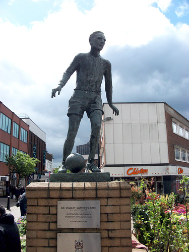 Памятник английским футболистам