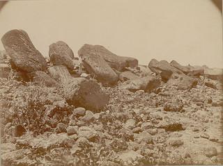 Sección Central de Ahu (Plataforma) (Vista trasera) Mostrando Fallen Moai (Lava Stone efigies) 12 1886