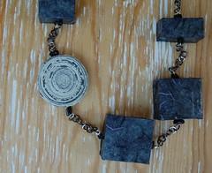 LUZ dettaglio (Basura di Valeria Leonardi) Tags: basura collane polistirolo reciclo cartadiriso riciclo