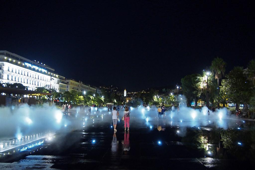 The world 39 s best photos of miroirdeau and night flickr for Miroir d eau nantes
