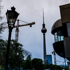 20160504 (Michael Schalla) Tags: city morning sky building berlin tower architecture backlight germany concrete deutschland outdoor availablelight himmel baustelle stadt architektur fernsehturm turm constructionsite morgen gebude beton gegenlicht televisiontower verfgbareslicht