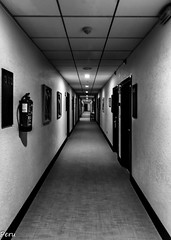 Largo pasillo (Perurena) Tags: blackandwhite bw blancoynegro hotel doors galicia pontevedra pasillo puntodefuga puertas ogrove latoja habitaciones atoxa