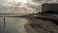 Beach - Cancun/Mexico - cellularphone (Enio Godoy - www.picturecumlux.com.br) Tags: sunset pordosol praia beach mobile mexico boats phone barcos samsung mobilephone celular cancun cellularphone mobileart photomobile mobilephotography niksoftware samsunggalaxy viveza2 galaxys2 gti9100