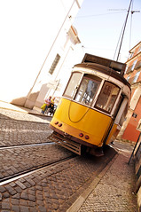 Lisbona - Tram che viene, tram che va (Celeste Messina) Tags: old city portugal yellow vintage pov lisboa lisbon transport tram giallo typical oblique citt lisbona portogallo vecchio tipico obliquo yellowtram mezzoditrasporto verghe tramgiallo