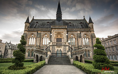 McManus Galleries, Dundee (leeb.black) Tags: building museum clouds scotland dundee galleries symetrical mcmanus mcmanusgalleries leeb9972