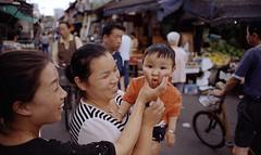 Kid (leozhong84) Tags: zeiss t nikon shanghai market fujifilm slum fm2 distagon c200 zf 2825 distagont2825