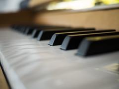 piano (Anophelez) Tags: music art bokeh kunst piano kreativ tiefenschrfe unschrfe creativ