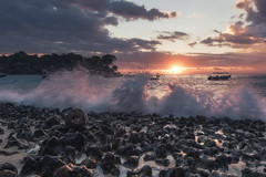 Bali - Mushroom Bay (claudecastor) Tags: travel sunset bali rot nature sunrise indonesia landscape coast rocks asia asien southeastasia sdostasien sonnenuntergang natur landschaft sonnenaufgang indonesien reise kste felsen klippen nusalembongan devilstear