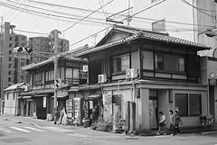 Rollei35T_Kyoto_20120330_22 (Jun Takeuchi) Tags: bw film monochrome japan rollei blackwhite kyoto kodak   filmcamera rollei35 bw400cn c41 tessar rollei35t tessar40mmf35