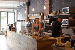 Jour 138 (Sebastien Morin) Tags: portrait woman coffee caf work montreal femme great bio excellent customer service local barista produits homa project365 hochecaf