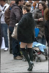 donna ves(tita) (g_u) Tags: people woman florence donna gente legs persone firenze gu ugo gambe calze piazzarepubbica