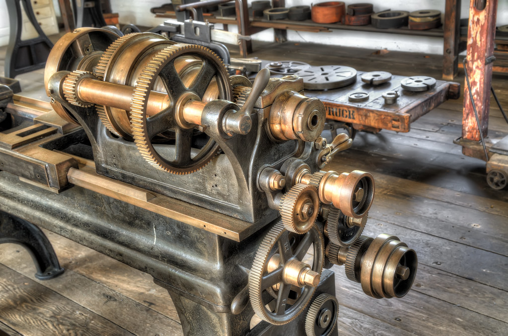 Antique lathe / 古董車床