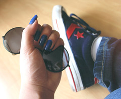~Jennir Narvez (TheJennire) Tags: camera blue light red cute luz me girl sunglasses fashion canon cores photography photo shoes colours foto pants young style poetic colores jeans teen nails converse moment fotografia allstar camara tumblr