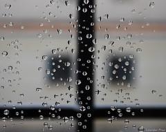 13.Reflejos - Mini cruces reflejadas (Lourdes.Prez) Tags: window water ventana lluvia agua drop cruz reflejo gota cruces burbuja