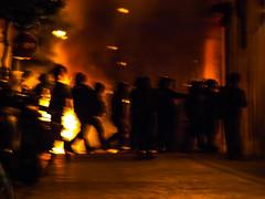#ElBancResisteix (MarRomeroSala) Tags: barcelona street police protesta violence carrer banc policia gracia mossos violncia expropiat