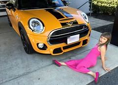 Jocelyn posing with daddy's new car (robert mohns) Tags: jocelyn mini minicooper f55