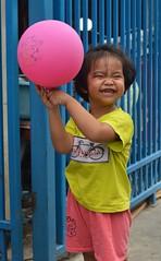 cute girl with a balloon (the foreign photographer - ) Tags: girl face portraits thailand nikon funny bangkok balloon lard bang bua exuberant khlong bangkhen d3200 phrao may282016nikon