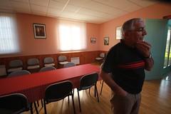 BAILLY-LE-FRANC michel bourgoin dans la salle du conseil (lesteclair) Tags: sarkoland