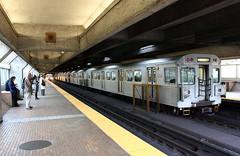 Short-Turned. (MrDanMofo) Tags: toronto station train underground subway ttc eglinton commuting hsc h5 eglintonwest hawkersiddeley spadinaline mrdanmofo