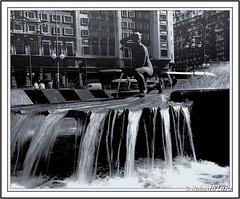 Fuente Plaza de españa (Roberto Lazo) Tags: madrid city blackandwhite bw art spain agua fuente ciudad escultura figura artspain canon450d fuentesfountains estampasurbanas