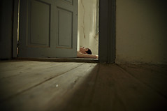 Muere joven y deja un bonito cadáver... (la.churri) Tags: puerta nikon val 2012 abandono abandonado d90 tokina1224mm
