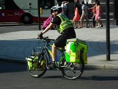 LAS Cycle Response Unit (kenjonbro) Tags: uk england london westminster bicycle mountainbike trafalgarsquare cycle paramedic charingcross sw1 londonambulanceservice cycleresponseunit kenjonbro fujihs10