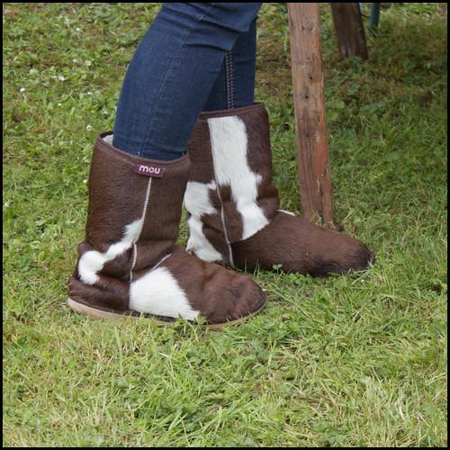 boots furboots 4thjune canon600d yattendonfrilshamvillagefete yattendonfete mouboots