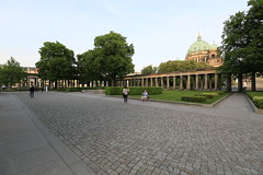 Kolonnadenhof der Alten Nationalgalerie (Pascal Volk) Tags: berlin architecture wideangle architektur wa ww 16mm museumsinsel superwideangle sww berlinmitte uwa weitwinkel swa ultrawideangle museumisland uww ultraweitwinkel superweitwinkel canonef1635mmf4lisusm kolonnade canoneos6d