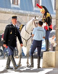 bootsservice 07 8906 (bootsservice) Tags: horse paris army cheval spurs uniform boots military cavalier uniforms rider cavalry militaire weston bottes riders arme uniforme gendarme cavaliers equitation gendarmerie cavalerie uniformes eperons garde rpublicaine ridingboots