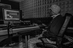 Carol & Jota Mayuscula (14 de 35) (ISRAEL (BURMI)) Tags: blanco y negro estudio hiphop jota grabacion monocromtico mayuscula jotamayuscula israeldeleonardonovoa carolmenezes masgravesestudio