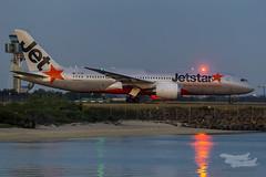VH-VKB JQ B787 34L YSSY-4126 (A u s s i e P o m m) Tags: au australia mascot newsouthwales boeing jetstar syd sydneyairport jq b787 yssy