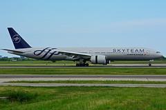F-GZNT (Air France - SKYTEAM) (Steelhead 2010) Tags: boeing airfrance yyz freg b777 skyteam b777300er fgznt