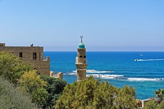 Isral Jaffa / Al-Bahr Mosque / Minaret    2/2 (Pantchoa) Tags: isral jaffa albahr mosque mosque musulman religion mer mditerrane extrieur nikon d7100 1685 minaret vagues horizon tour hautparleurs panorama pantchoa franoisdenodrest