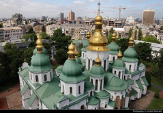 Saint Sophia's Cathedral seen from the Bell Tower, Kiev, Ukraine (JH_1982) Tags: saint sophias cathedral    sophienkathedrale catedral santa sofa cathdrale saintesophie cattedrale   sobr mdroci boej w kijowie aziz sofya katedrali unesco world heritage site histori architecture golden roof roofs spires orthodox christianity christian religion religious spiritual bell tower belltower glockenturm turm view sicht cityscape   campanario clocher campanile kiev kyiv kiew      kijw   ukraine   ucrania ucrnia    ukraina ukrayna