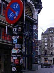 twee zuilen, versierd! (JosDay) Tags: street stickers straat zuilen mozak