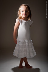 044-Lapsikuvia-6kk (Rob Orthen) Tags: studio childphotography offcameraflash strobist roborthenphotography lapsikuvaus