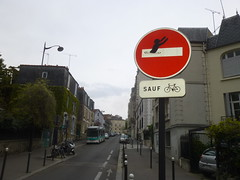 Clet Abraham (Archi & Philou) Tags: red streetart rouge panneau paris13 sensinterdit cletabraham