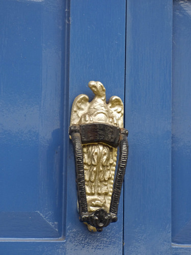 Golden door knocker - Jury Street, Warwick