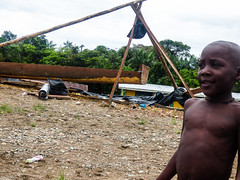 Strong man! (felipebeatle) Tags: river kid colombia child afro choc atrato