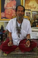 Ayutthaya, Ajaan Kob (blauepics) Tags: man tattoo thailand traditional tattoos master thai mann yantra gob ayutthaya tattooing kob sak meister ajarn yant traditionelle ajaan