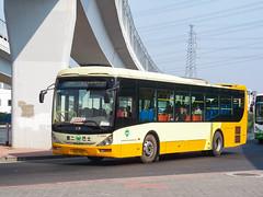 轨道之下/Under the Rails (KAMEERU) Tags: guangzhou bridge bus public metro transportation line5 zhujiang gz6115sv1