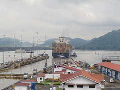 """Canal de Panama: oufti, l'énorme porte-conteneurs ! Il se dirige vers l'Atlantique <a style=""""margin-left:10px; font-size:0.8em;"""" href=""""http://www.flickr.com/photos/127723101@N04/27058803910/"""" target=""""_blank"""">@flickr</a>"""