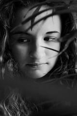 SUJET | Portrait (Camille.r_photographer) Tags: portrait france girl plante hair gris photo model eyes nikon noir photographie noiretblanc interieur nb fille blanc lemans verdure visage feuille grosplan feuillage pdv d5100 camillerphotographer