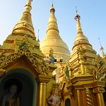 "Shwedagon Paya <a style=""margin-left:10px; font-size:0.8em;"" href=""http://www.flickr.com/photos/14315427@N00/6920960464/"" target=""_blank"">@flickr</a>"